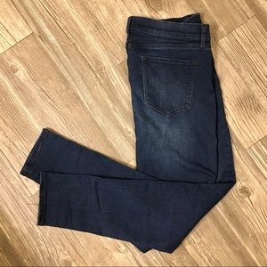 Skinny fit jeans.